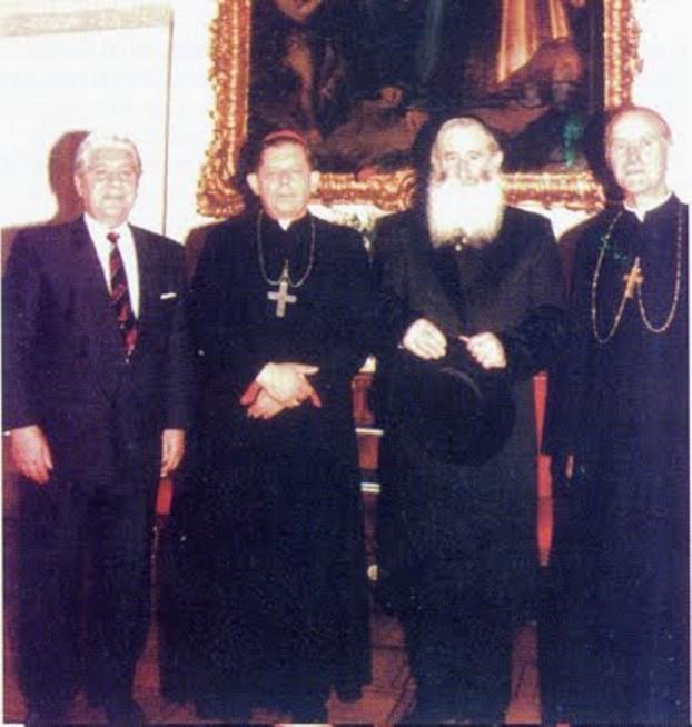 hirarchia kościelna usuwa krzyże z oświęcimia